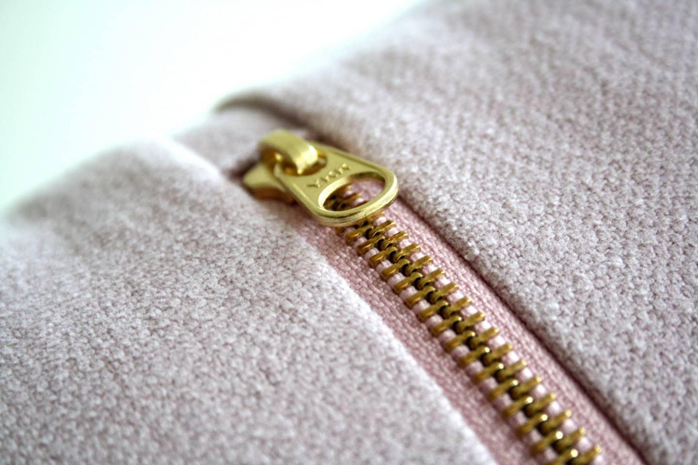 zip de uma camisa ou bermuda