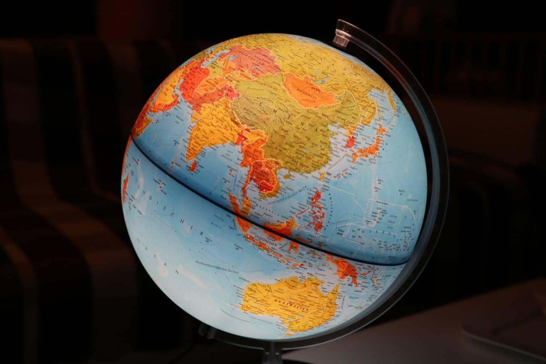 O que são os programas de estudo e trabalho no exterior?