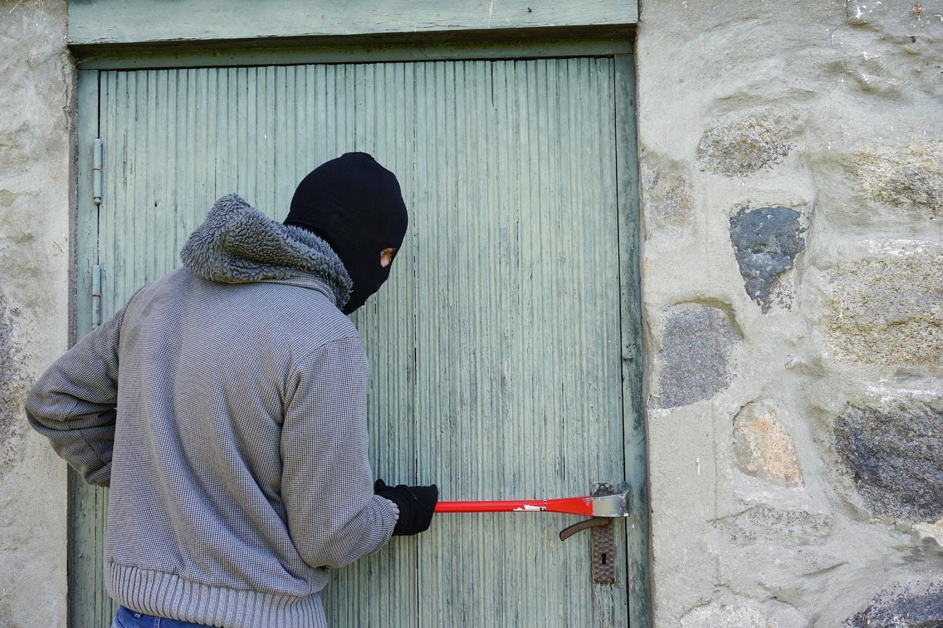Thief, burglar ou robber?